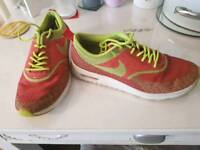 Nike trainers size 6 womens