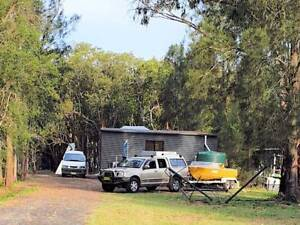 Hawksberry River Cozy Hut with 3 Car Garage Shed Power, Water