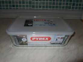 Pyrex Classic Rectangular Container with Lid 2.6L (NEW)