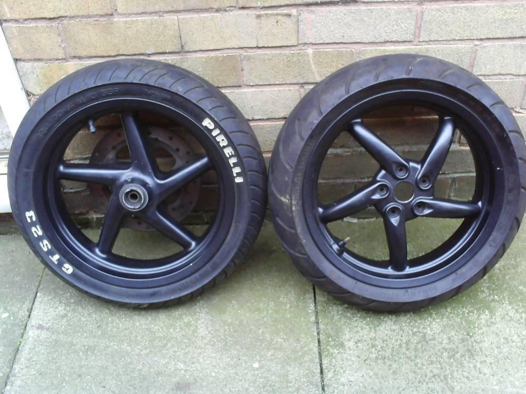 Gilera dna 125 wheels + tires