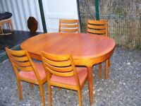 CAN DELIVER - EXTENDING SOLID OAK DINING TABLE AND 4 CHAIRS IN GOOD CONDITION