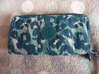 Kipling Uzario Large 2 section purse / wallet