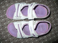 3x Clarks Purple Girls Light Up Sandals, used but in very good condition.