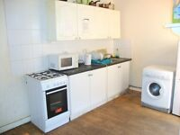 DSS WELCOME ! LARGE DOUBLE ROOM TO LET