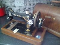 Singer sewing machine. In original wooden locking case.