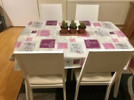 Beautiful dinning table and chairs (4)