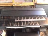 yamaha hs8 organ. as new, hardley used loads of software.
