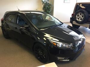 2015 Ford Focus SE | LEATHER | NAVI | CLEAN CARPROOF | 5-SPEED |