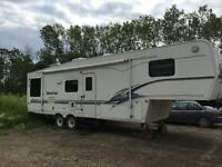 PRICE DROP NEEDS TO GO 1999 36 foot Montana camper for sale