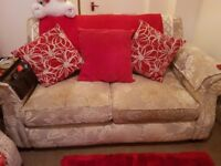 2 beautiful 2 seteer sofas for sale zip broken on 1 cushion