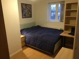 Double room for home share in Colnbrook