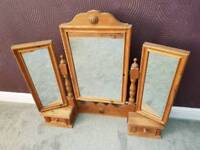 Dressing table mirror set