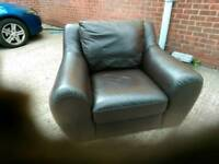 In perfect condition this brown leathere chair