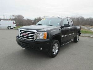 2012 GMC Sierra 1500 SLT Extended Cab 4x4.. Heated Leather Seats