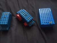 LEGO VINTAGE MOTORS 9v WITH BATTERY BOX AND OTHER VINTAGE LEGO BITS