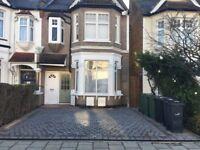 1 bed, 2 reception ground floor flat with garden in Streatham Common, SW16