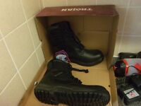 safety boots brand new never worn size 9