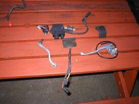 SUZUKI DRZ400 S SM DRZ 400 STARTER SOLONOID & PETROL TANK RUBBER SPARES