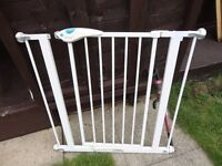 no 1 lindam stair gate with all fittings