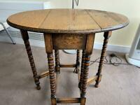 Antique wooden coffee/side table (extendable)