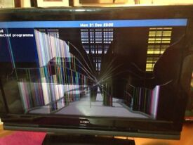 2 Sony 32 inch TVs (broken screens)- spare or repair