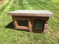 Outdoor cat shelter