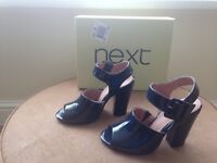 Womens new patent navy blue shoe size 4 1/2