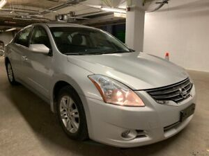 2012 Nissan Altima.Very low km.Sunroof.Alloy rims.Clean title