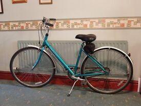 Ladies vintage (1984) Raleigh Chiltern bike, beautiful condition.