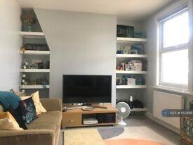 2 bedroom flat in Whittington Road, London, N22 (2 bed) (#1153898)