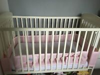 MAMAS AND PAPAS COT & MATTRESS EXCELLENT CONDITION