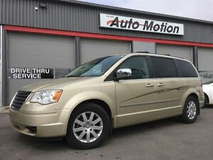 2010 Chrysler Town & Country TOURING 157K