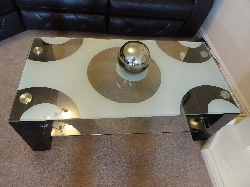 Beautiful glass and black gloss coffee tablein Rotherham, South YorkshireGumtree - Beautiful and heavy coffee table in great condition 120 cm (L) x 60 cm (W) x 45 cm (H). Clear patterned glass top and black gloss stands. Bought less than two years ago at 249.99 GBP. Delivery possible within 2 mile radius of Sheffield/Rotherham