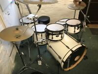TAMA SUPERSTAR HYPERDRIVE 6 PIECE IN SUGAR WHITE - INCLUDING HARDWARE AND CYMABLS