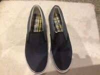 Men's cedarwood state casual canvas shoes size 9 Never worn. Denim blue and white. - Halewood