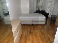 Lovely studio flat available in M14 area