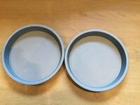 Two 7.5 inch (19cm) wide 1 inch (2cm) deep cake tins