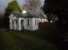 2 Bedroom, 18th Century Gatelodge in Lovely Tourist location - Looking for Tenants