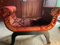 Scroll leg seat