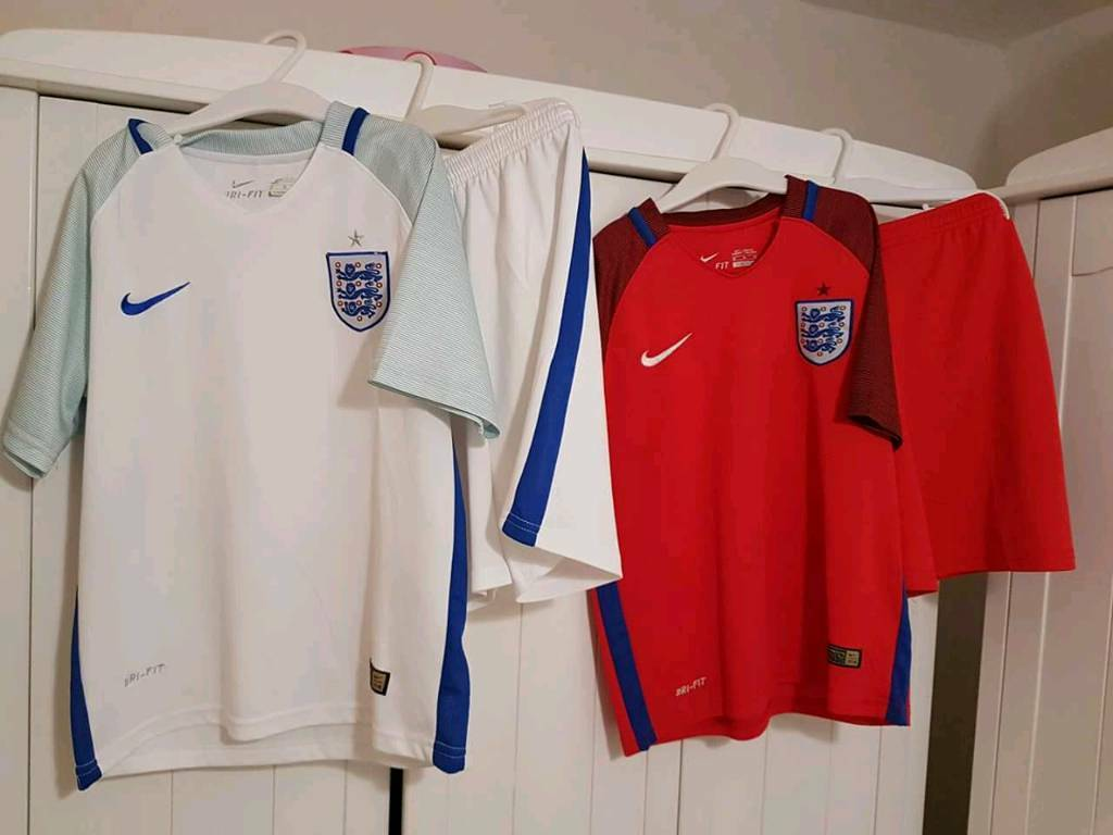 England strips both for £5