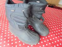 SIZE 7 SNOW BOOTS