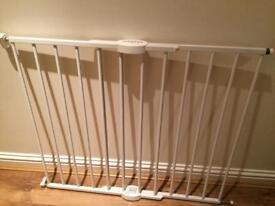 Lindam adjustable baby gate
