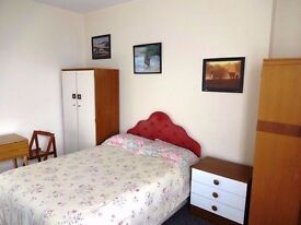 Double Room For Let, Central Torquay, £75 pw one person or £95 pw for two