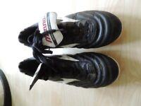 Mizuno football boots 9.5 UK/ 44 EU