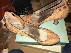Devergo leather heels