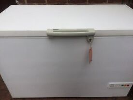 LARGE SIZE BOSCH CHEST FREEZER IN GOOD WORKING CONDITION.