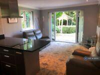 1 bedroom flat in Pinewood Gardens, Mirfield, WF14 (1 bed) (#311001)