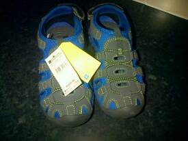 new kids Sandals size 2
