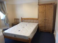 Double Room in a clean 4 bed house (Streatham Common) £450pcm with ALL Bills Included - No Deposit!!