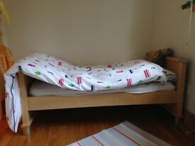 Mamas & Papas wooden cotbed with mattress,2 fitted sheets & undersheets &2 blankets available too